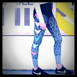 Onzie Ombre Triangle Yoga Leggings